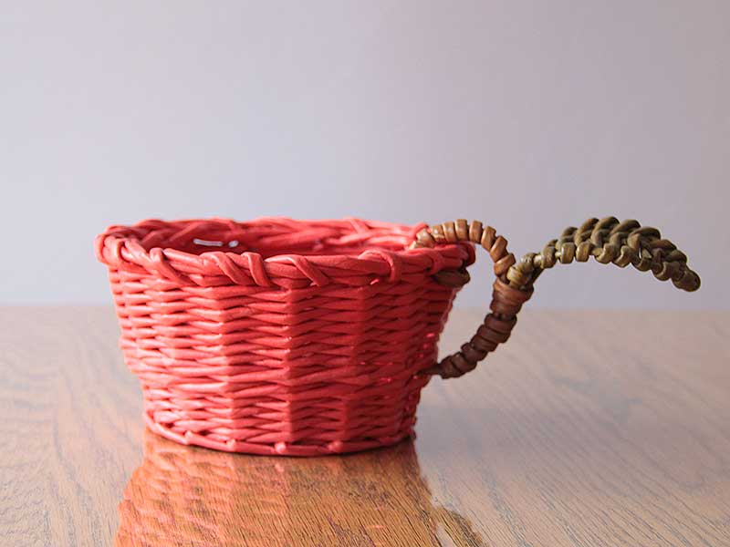 Wicker cup with leaf